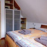 04 Schlafzimmer mit Doppelbett